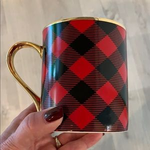 Black and red checked coffee mug.